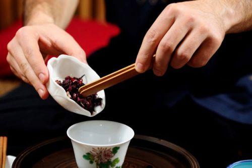 Приготовление чая каркаде
