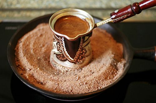 Варка кофе на песке в сковороде