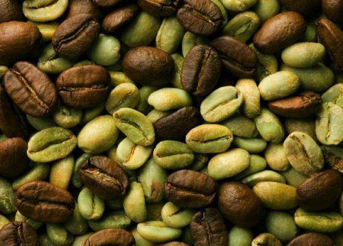 Зеленые и обжаренные зерна кофе