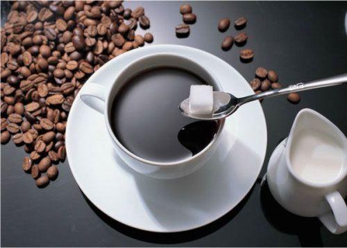 Кофе со сливками и сахаром