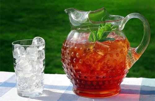 Холодный фруктовый чай в кувшине