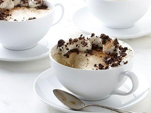 Кофе по-баварски с шоколадной стружкой