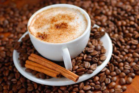 Кофе с молоком и корицей