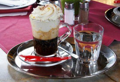 Кофе по-венски с водой
