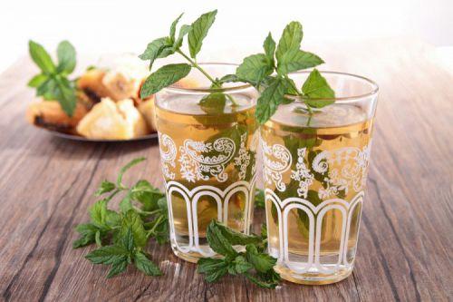 Чай в стаканах с мятой