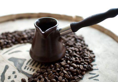Турка и кофейные зерна