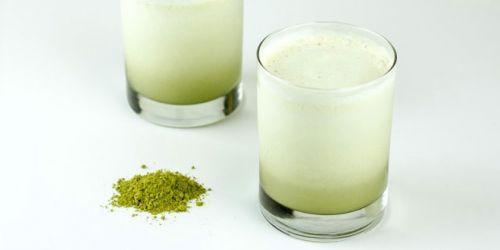 Порошковый зеленый чай с молоком