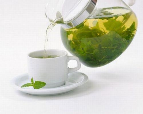 Зеленый чай из чайника