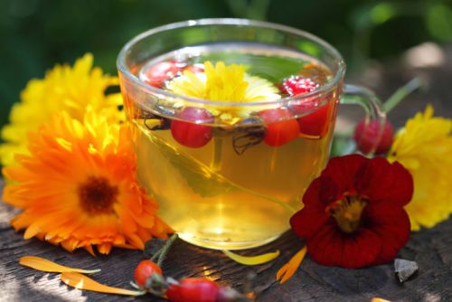Чай с шиповником и календулой