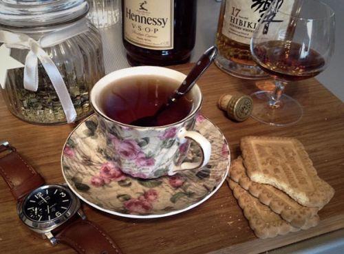 Чай и коньяк