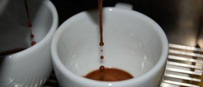 Тонкая струйка кофе