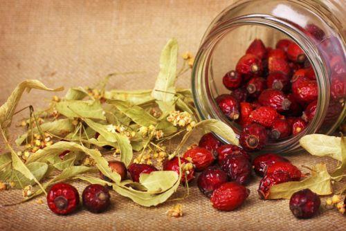 Липовый цвет и плоды шиповника