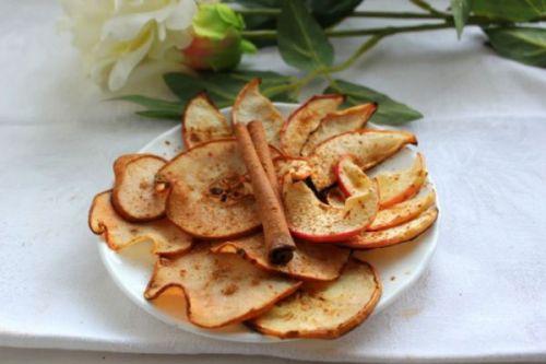 Сушеные яблоки с корицей