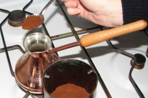 Закладывание кофе в турку