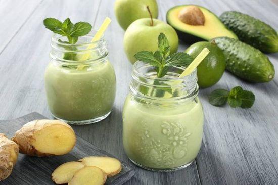 Смузи изимбиря, авокадо, яблока