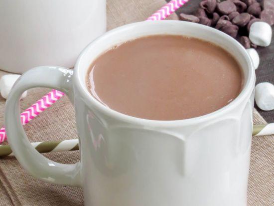 какао в белой чашке