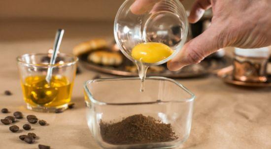 желток и кофе