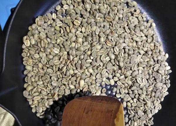 Обжаривание зерен кофе на сковородке
