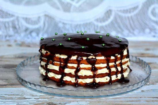 Торт, политый глазурью