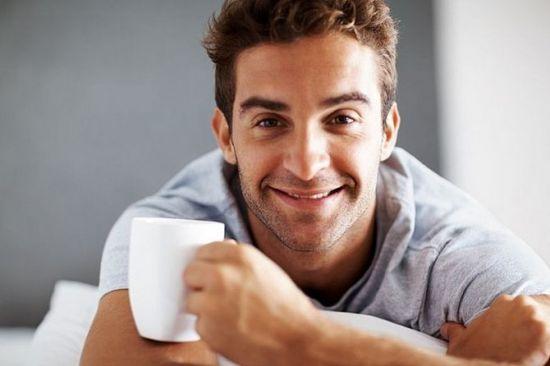 мужчина с чашкой