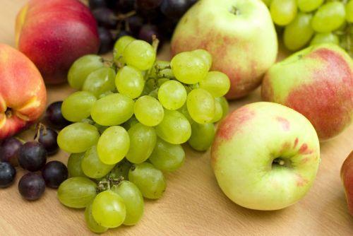 Виноград, персики, яблоки