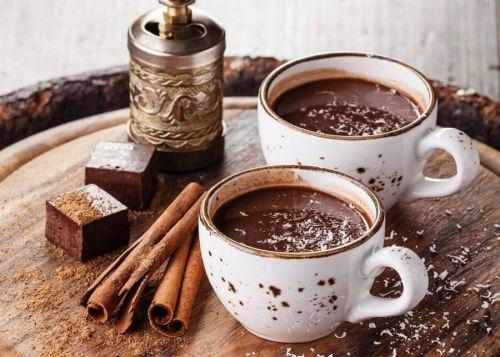 Горячий шоколад в чашках