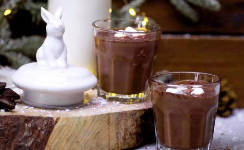 Горячий шоколад в стаканах