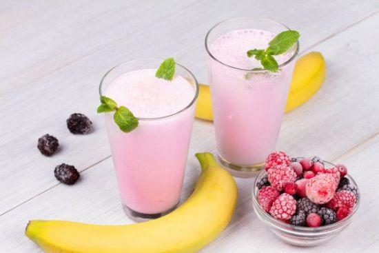 Смузи с ягодами и бананом