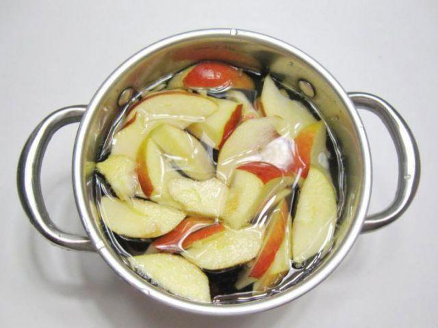 Приготовление яблочного киселя