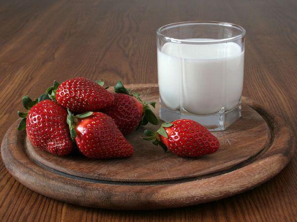 Клубника и молоко