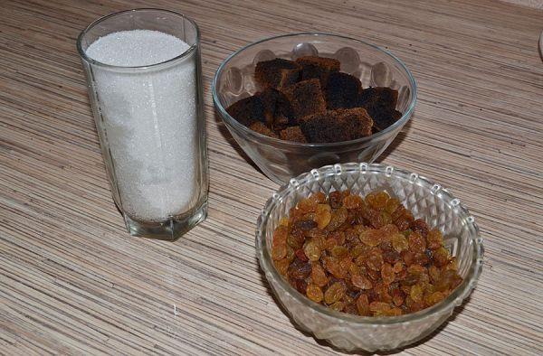 Сахар, сухари и изюм
