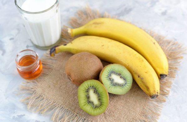 Киви, банан, молоко, мед