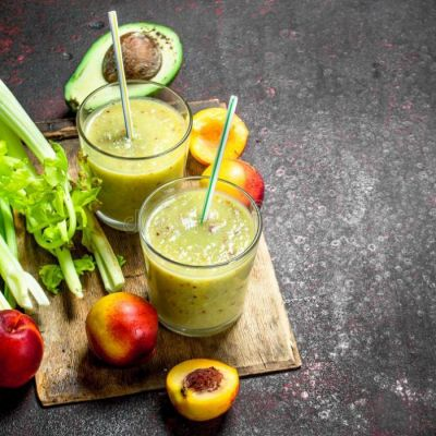 Смузи с авокадо, нектарином, сельдереем