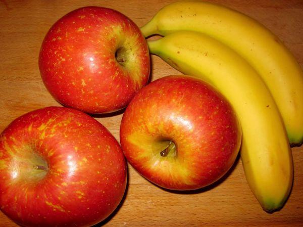 Яблоко и банан