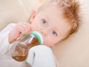 Младенец с чаем